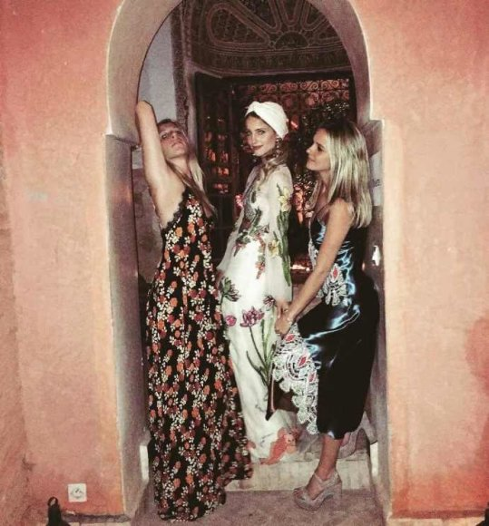 """Instagram"" nuotr./Dianna Agron (centre) su draugėmis"