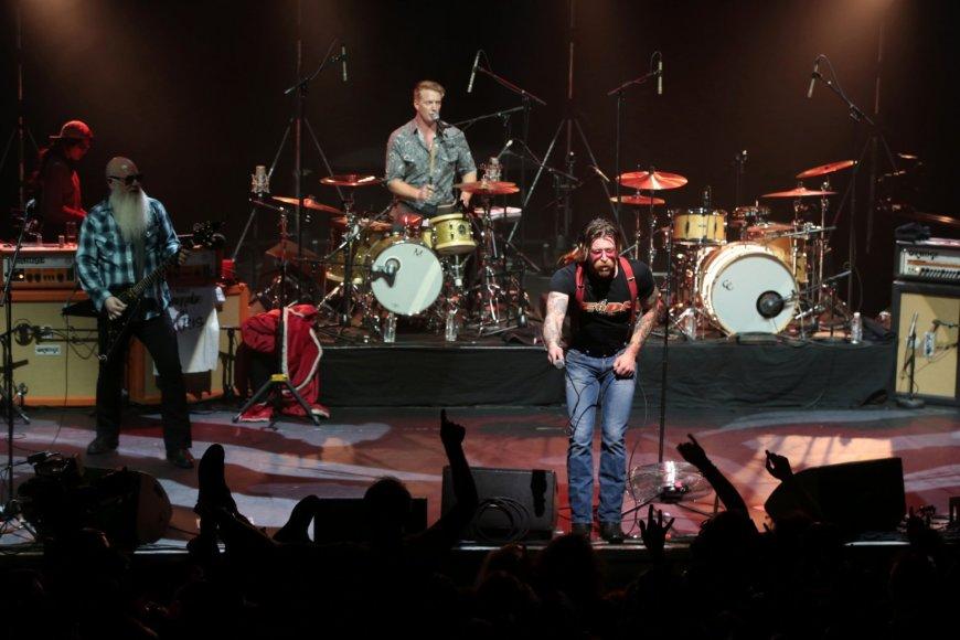 "AFP/""Scanpix"" nuotr./""Eagles of Death Metal"" koncertas Paryžiuje"