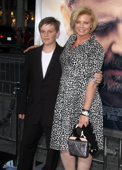 Vida Press nuotr./Peta Wilson su sūnumi Marlowe (2015  m.)