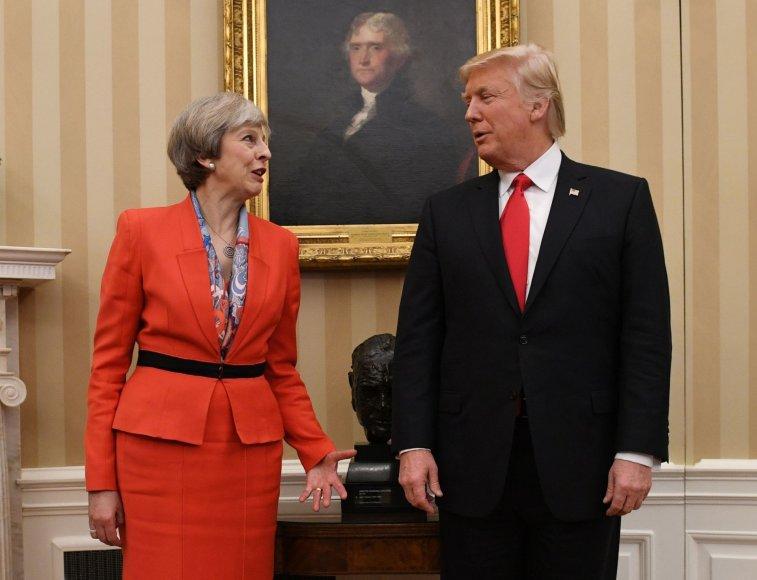 """""""Scanpix""""/""""PA Wire""""/""""Press Association Images"""" nuotr./Theresa May ir Donaldas Trumpas"""
