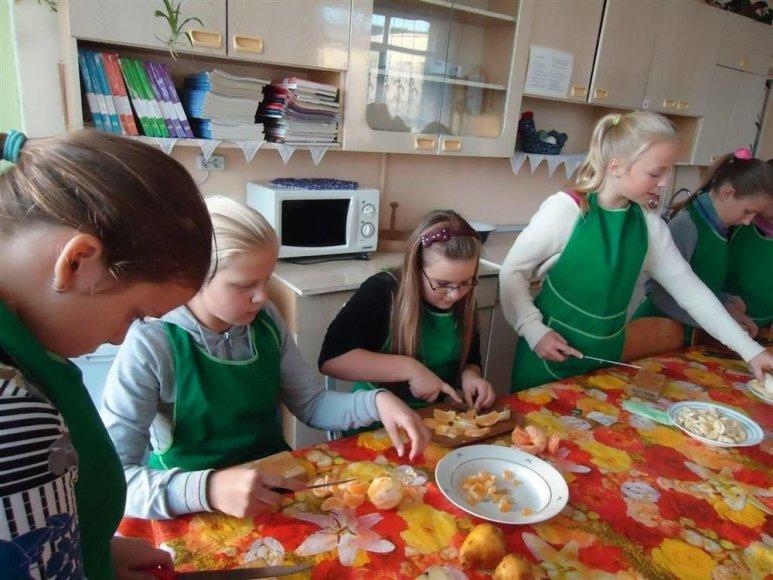 Šilutės rajono Žemaičių Naumiesčio gimnazijos mokiniai mini sveikos mitybos dieną