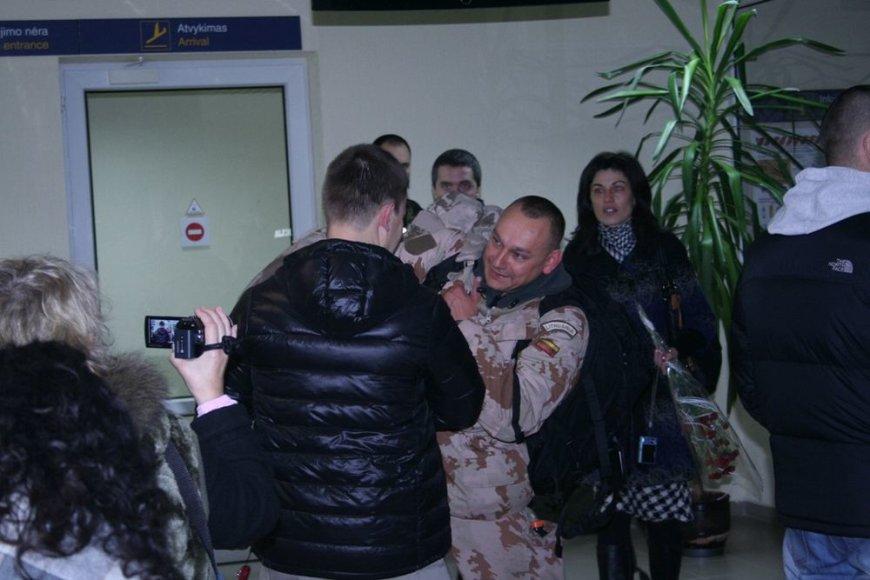 Į Lietuvą parskraidinti misiją Afganistane baigę kariai