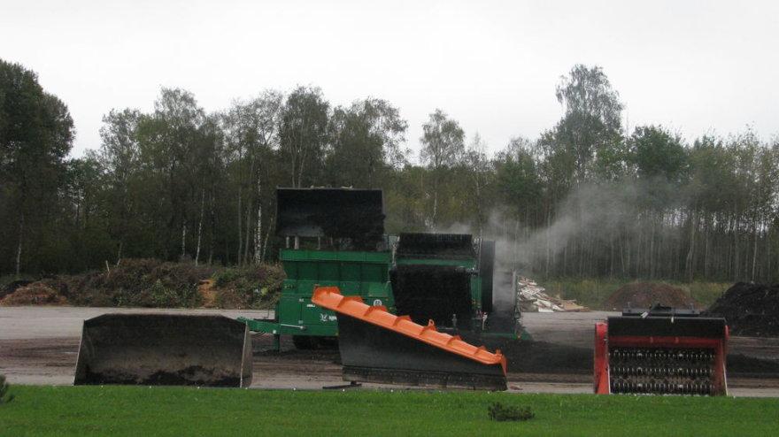 Šiuo metu Lietuvoje veikia 21 kompostavimo aikštelė, į kurias žmonės gali nemokamai atvežti žaliąsias sodo ir daržo atliekas