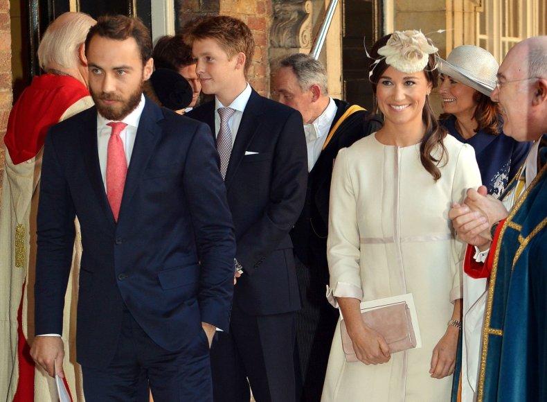 """""""Scanpix"""" nuotr./Jamesas Middletonas, Hugh Grosvenoras ir Pippa Middleton princo George'o krikštynose (2013 m.)"""