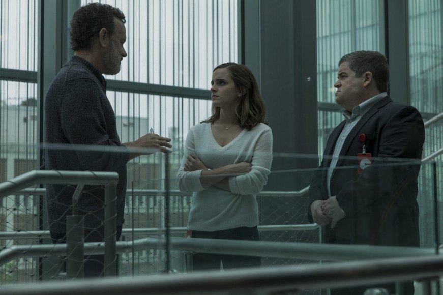 """Kadras iš filmo/Tomas Hanksas, Emma Watson ir Pattonas Oswaltas filme """"Ratas"""""""
