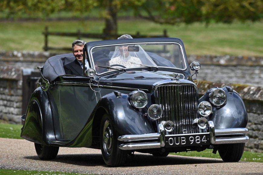 "AFP/""Scanpix"" nuotr./Pippa Middleton su tėvu Michaelu Middletonu"