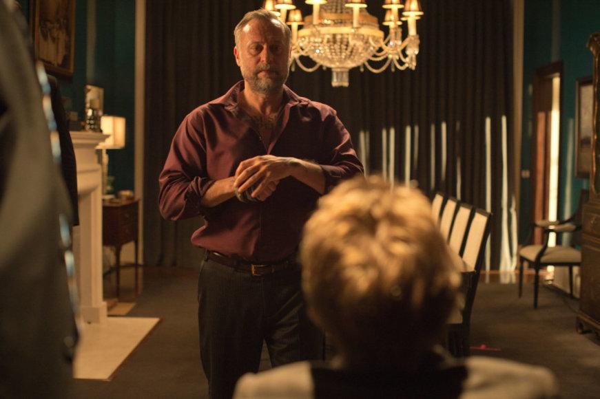 """Kadras iš filmo/Michaelis Nyqvistas filme """"Džonas Vikas"""" (2014 m.)"""