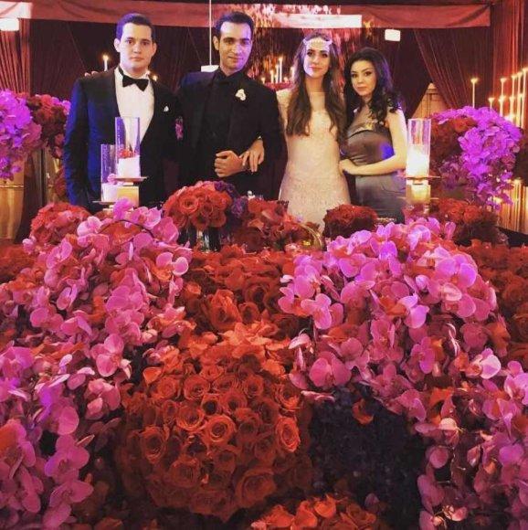 """""""Instagram"""" nuotr./Jaunavedžiai Gasparas ir Lola su vestuvių svečiais"""