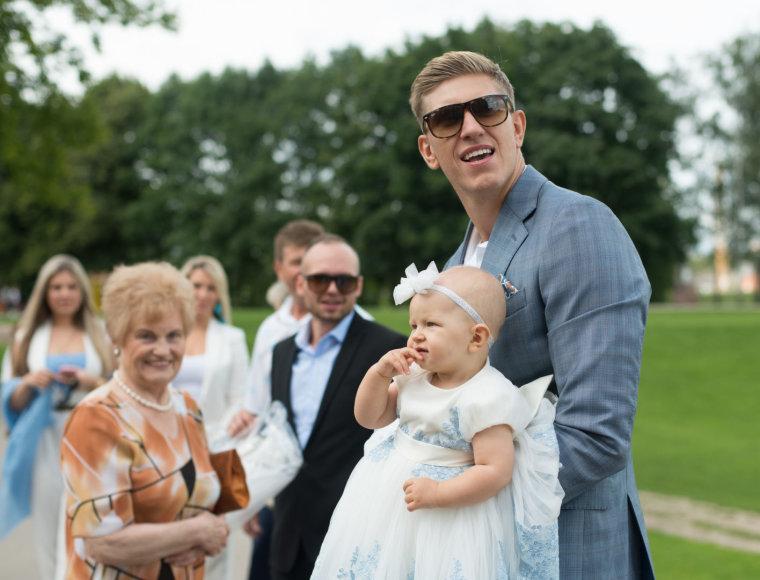 Vyginto Skaraičio nuotr./Ronaldas Rutkauskas su dukra Adrija