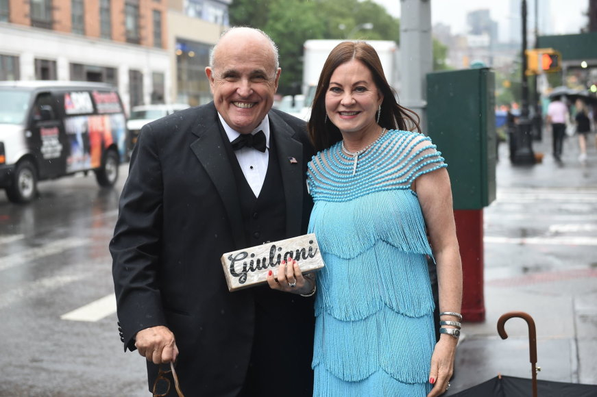Vida Press nuotr./Jaunikio tėvas Rudy Giuliani su žmona Judith Giuliani