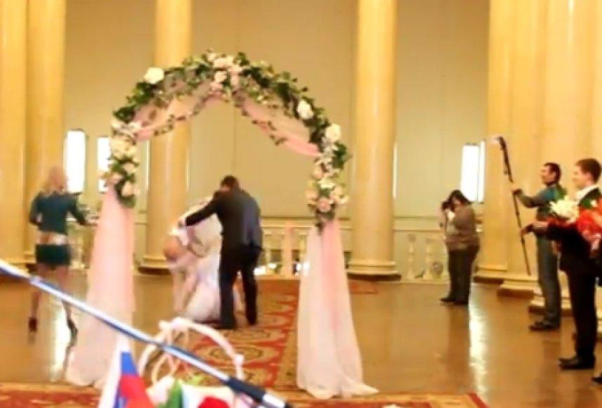 Kadras iš vestuvių vaizdo įrašo
