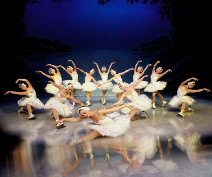 """Sankt Peterburgo valstybinio baleto ant ledo spektaklis """"Gulbių ežeras"""""""