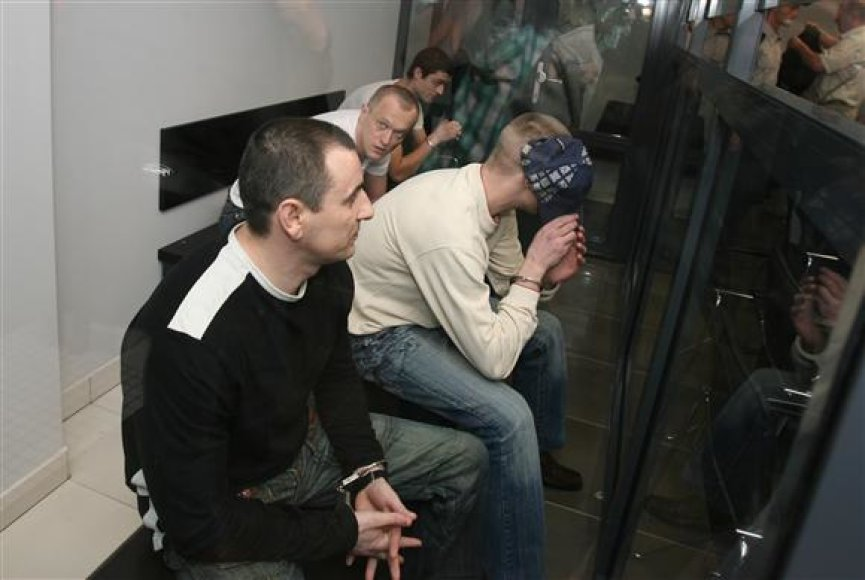 Už žmogžudystę nuteisti alytiškiai. Griežčiausiai nubaustas V.Milinavičius (paskutinis dešinėje).