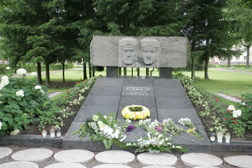 Kauno Aukštųjų Šančių kapinėse paminėtos S.Dariaus ir S.Girėno 78-sios mirties metinės.