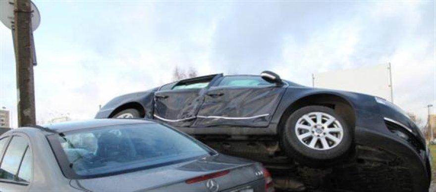 Kaune susidūrė du automobiliai