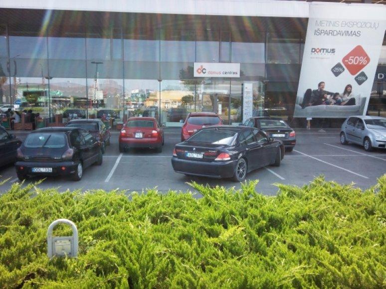 BMW per tris vietas