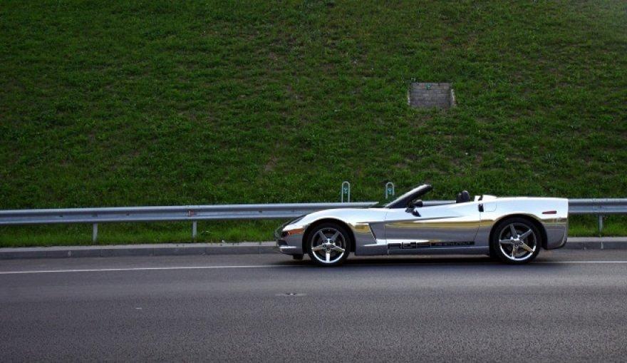 "Chromine plėvele apklijuota ""Chevrolet Corvette"""