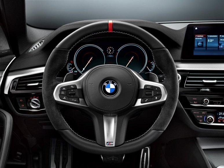 """BMW 5 su """"M Performance"""" paketu"""