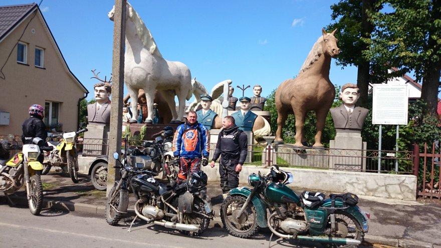 """Asmeninio archyvo nuotr./""""Ežiukai"""" kelionėje APL su IŽ motociklais"""