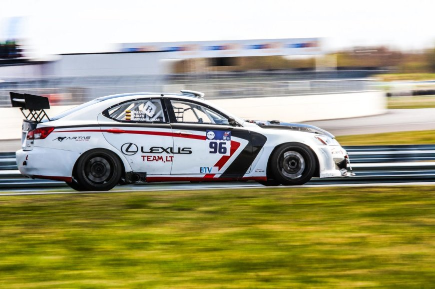 """Egidijaus Babelio nuotr./""""Lexus Team LT"""" komanda žiedinėse lenktynėse"""