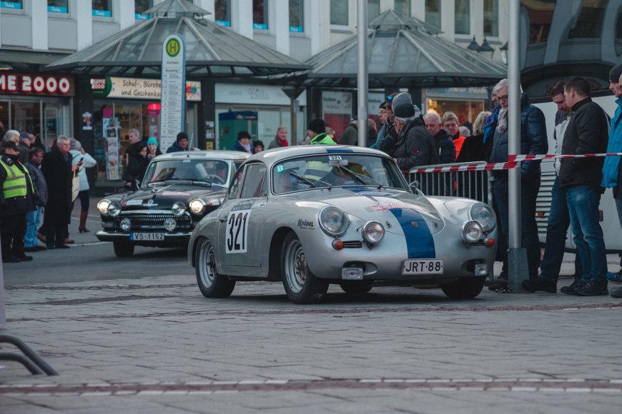 """Ryčio Petrausko/Sunpic.lt nuotr./""""Rallye Monte-Carlo Historique"""" starto podiumas"""