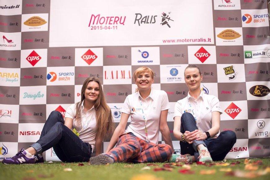 Andriaus Lauciaus nuotr./Vlada Musvydaitė su savo komandos narėmis Moterų ralyje 2015