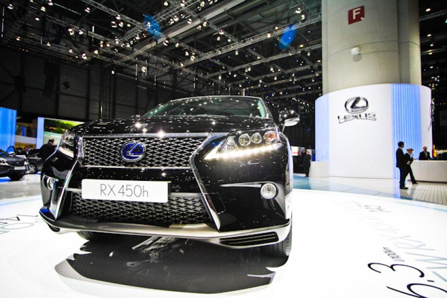 """Lexus RX"""