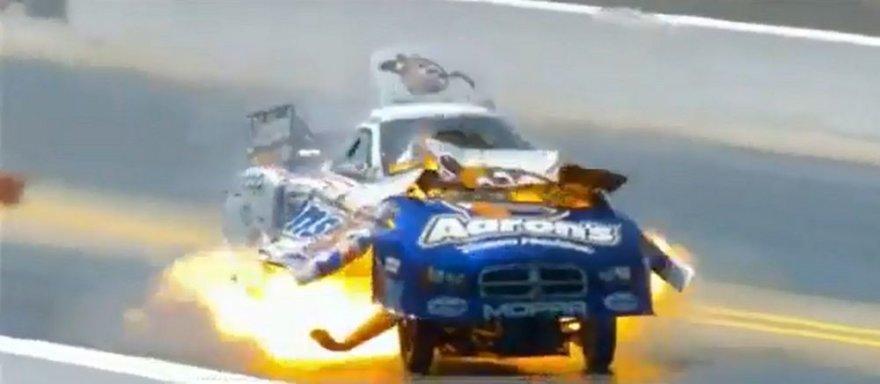 Automobilio sprogimas traukos lenktynėse