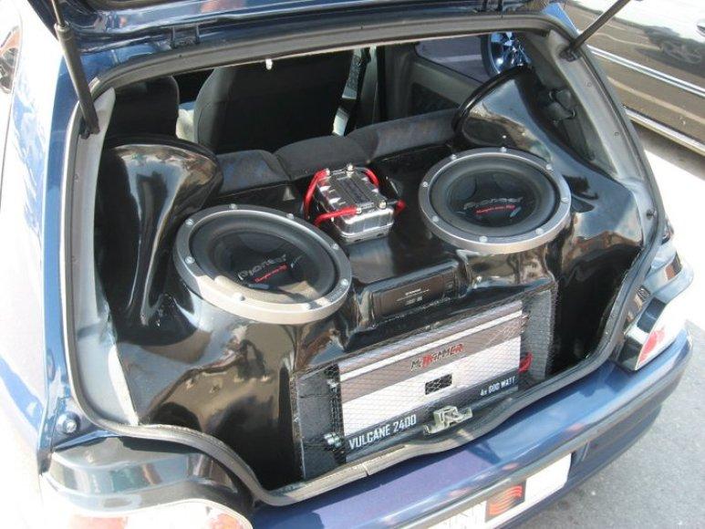 Automobilinė garso aparatūra