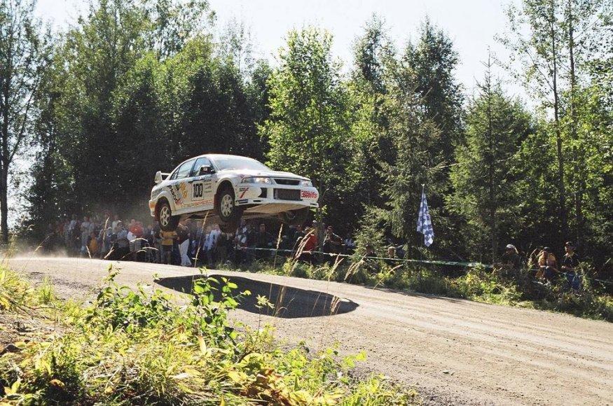 """Sauliaus Girdausko ir Žilvino Sakalausko ekipažas """"Neste Oil rally"""" Suomijoje"""