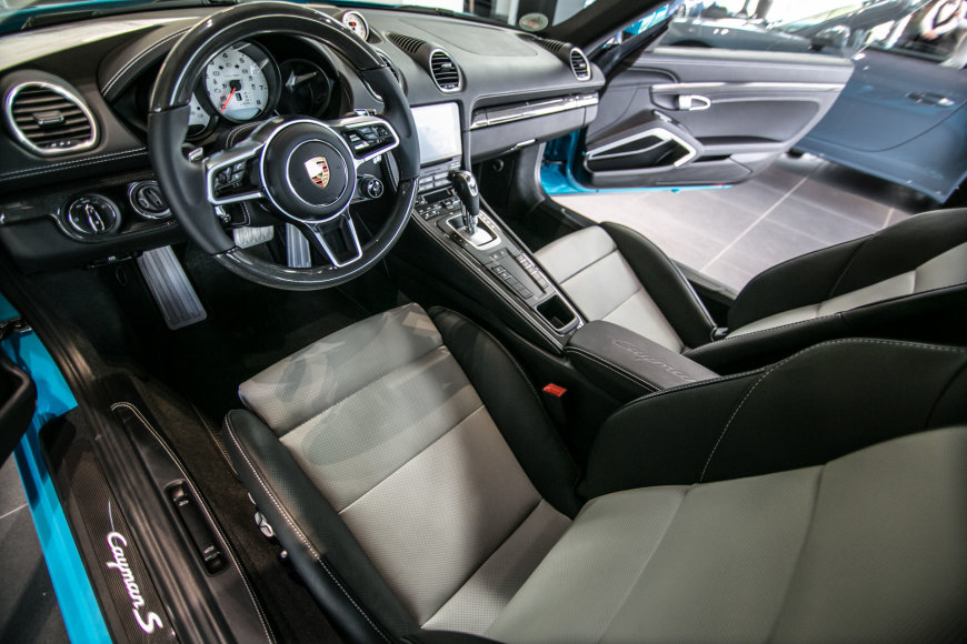 """Porsche Exclusive"" automobiliai Vilniuje"