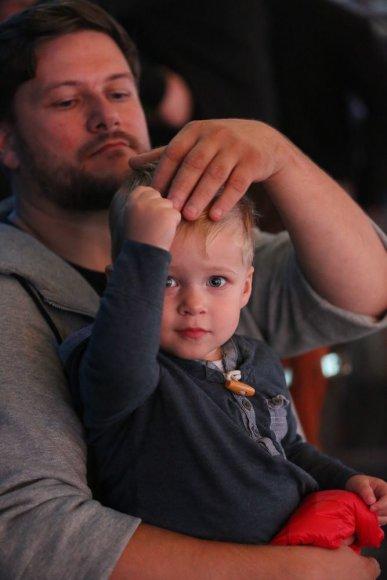 """""""Aš galiu!"""" nuotr./Merūnas Vitulskis su sūnumi Ajumi"""