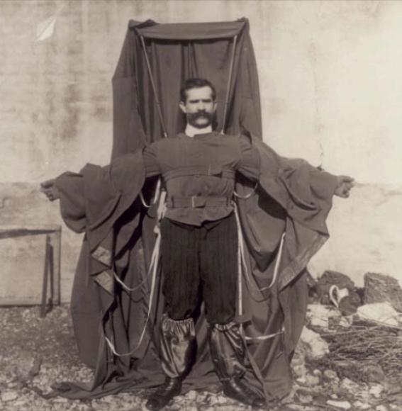 Franzas Reicheltas vilki savo sukurtą kostiumą skraidymui