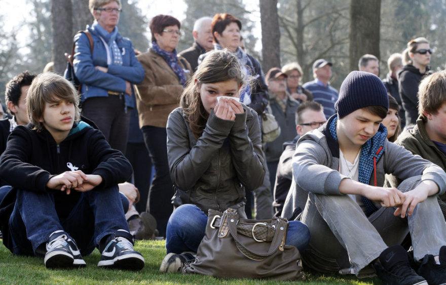 Belgijoje žmonės gedi autobuso katastrofoje žuvusių vaikų
