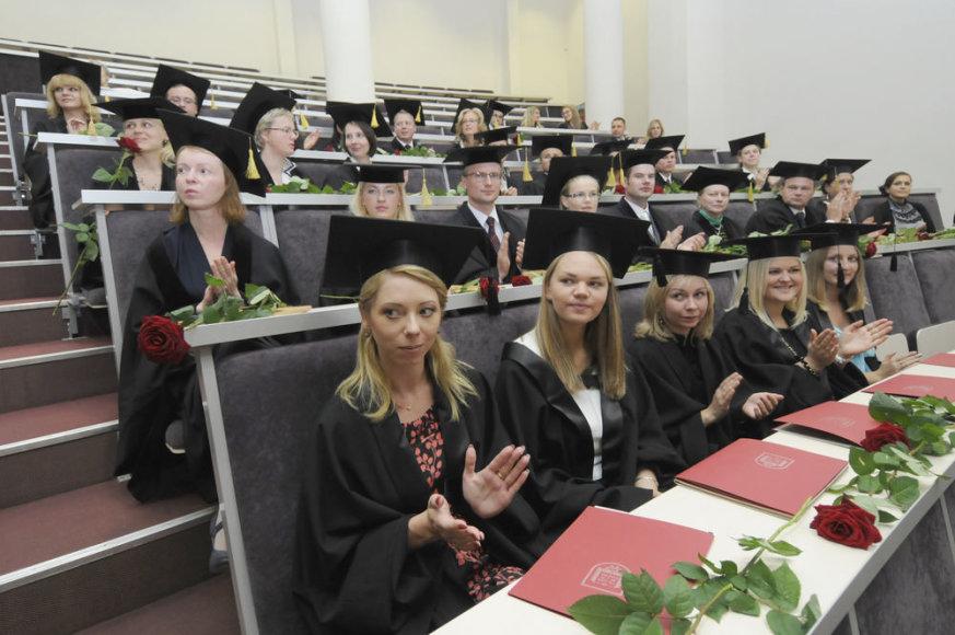2010 m. rugsėjo 1 d. Mykolo Romerio universitete įteikti pirmieji Lietuvoje bendrieji jungtinių studijų programų magistro diplomai