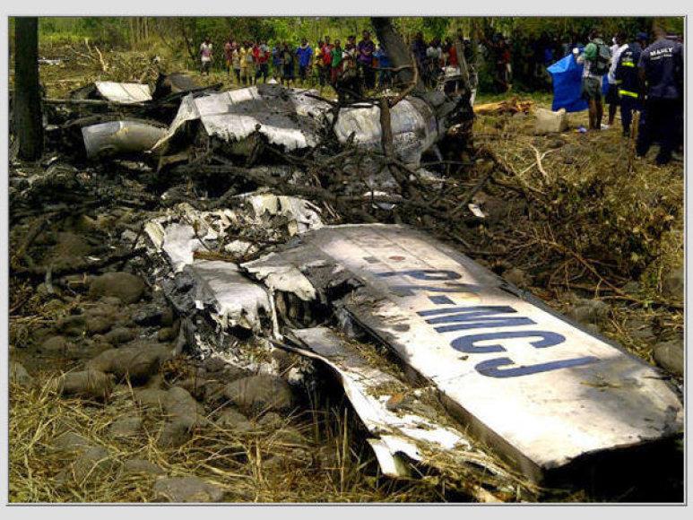 Papua Naujojoje Gvinėjoje sudužusio lėktuvo liekanos