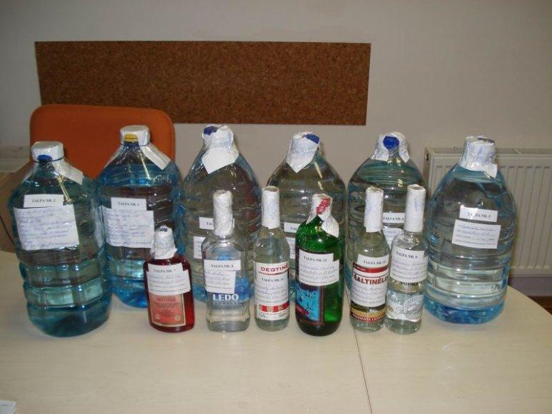 Vievio miesto gyventojas gabeno 10 litrų skysčio, kaip įtariama, denatūruoto etilo alkoholio.