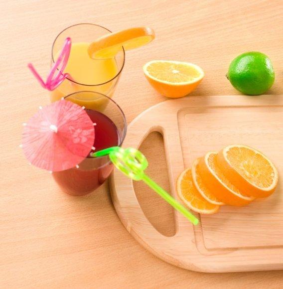 Viena sulčių kokteilio stiklinė padės gauti visą įvairių naudingų medžiagų puokštę.