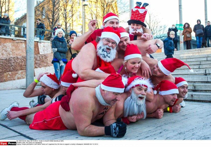 Budapešte surengtas pusnuogių Kalėdų Senelių maratonas
