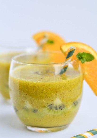 Mango, apelsinų ir kivių kokteilis