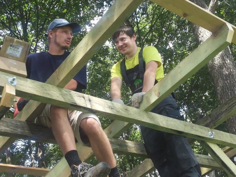 U.Naudžiaus nuotr./Statybos darbai – Darius Grigas (kairėje), Simonas Naudzius