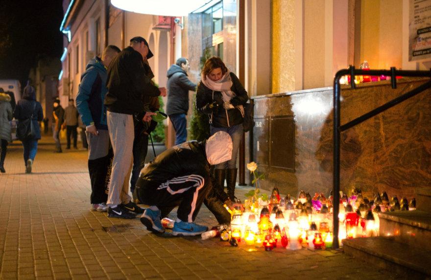 """""""Reuters""""/""""Scanpix"""" nuotr./Vieta Elke, kur nuo Tuniso piliečio rankos žuvo jaunas vyras."""