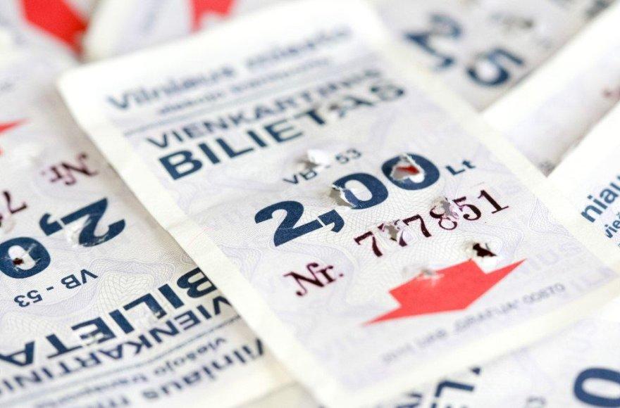 Vilniečiai kol kas nepuolė graibstyti vienkartinių popierinių viešojo transporto bilietų.