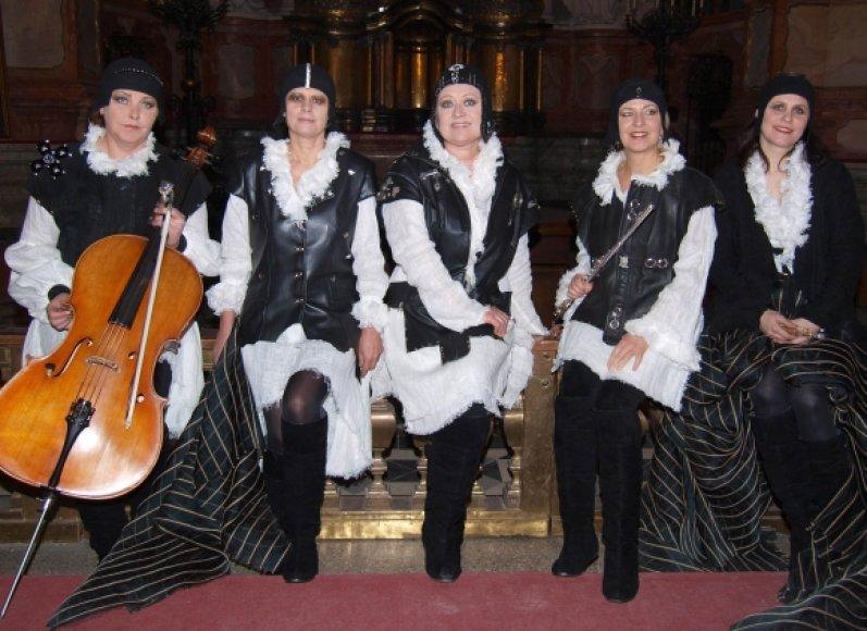 Iš kairės – Vita Šiugždinienė, Eglė Perkumaitė, Eglė Tulevičiūtė, Laima Šulskutė, Natalija Katilienė.