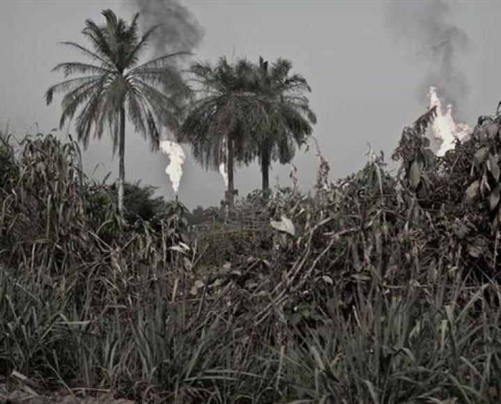 """Fotografas atskleidžiai dujų ir naftos verslo Nigerijoje """"šviesiąją pusę""""."""