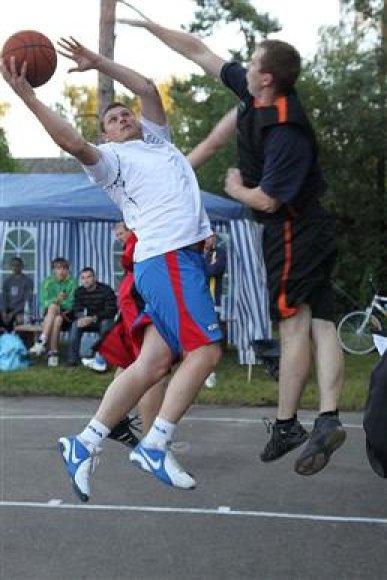 Naktinis krepšinis Ežerėlyje