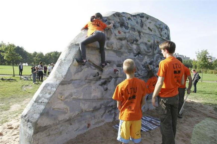 Dirbtinis laipiojimo akmuo Kalniečių parke