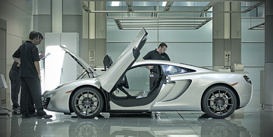 "MP4-12C superautomobilis ""McLaren"" gamykloje"