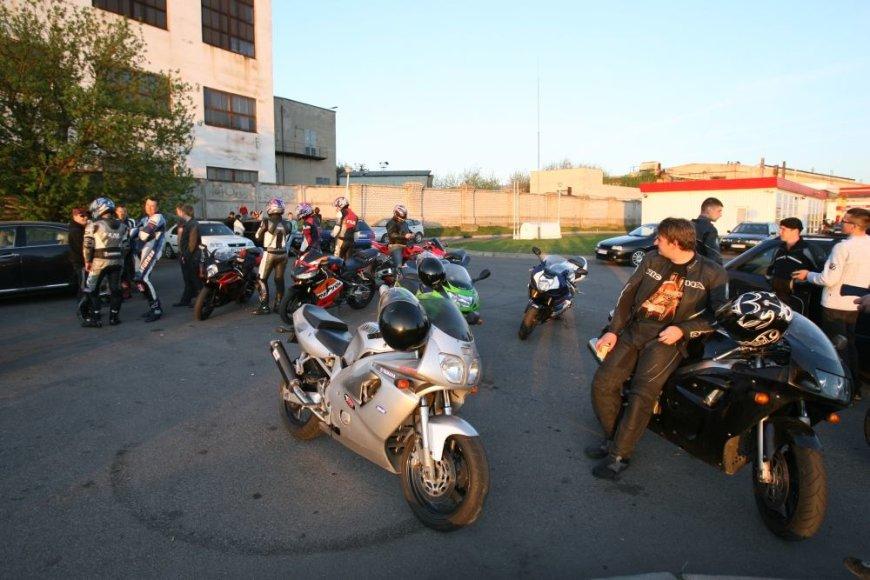 Kaune motociklininkai renkasi Karaliaus Mindaugo prospekte