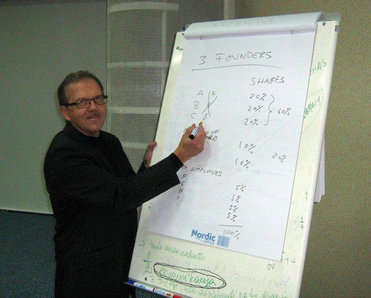 Aaltro universiteto lektoriu dr. Jorma Pahtola